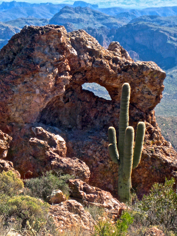 Rock-Formation-and-Saguaro