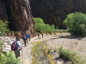 hiking-canyon-300pix